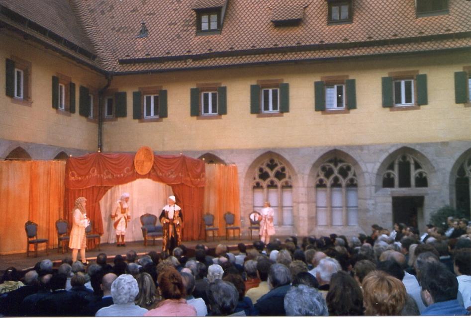 Klosterhofspiele Langenzenn: Arsen und Spitzenhäubchen