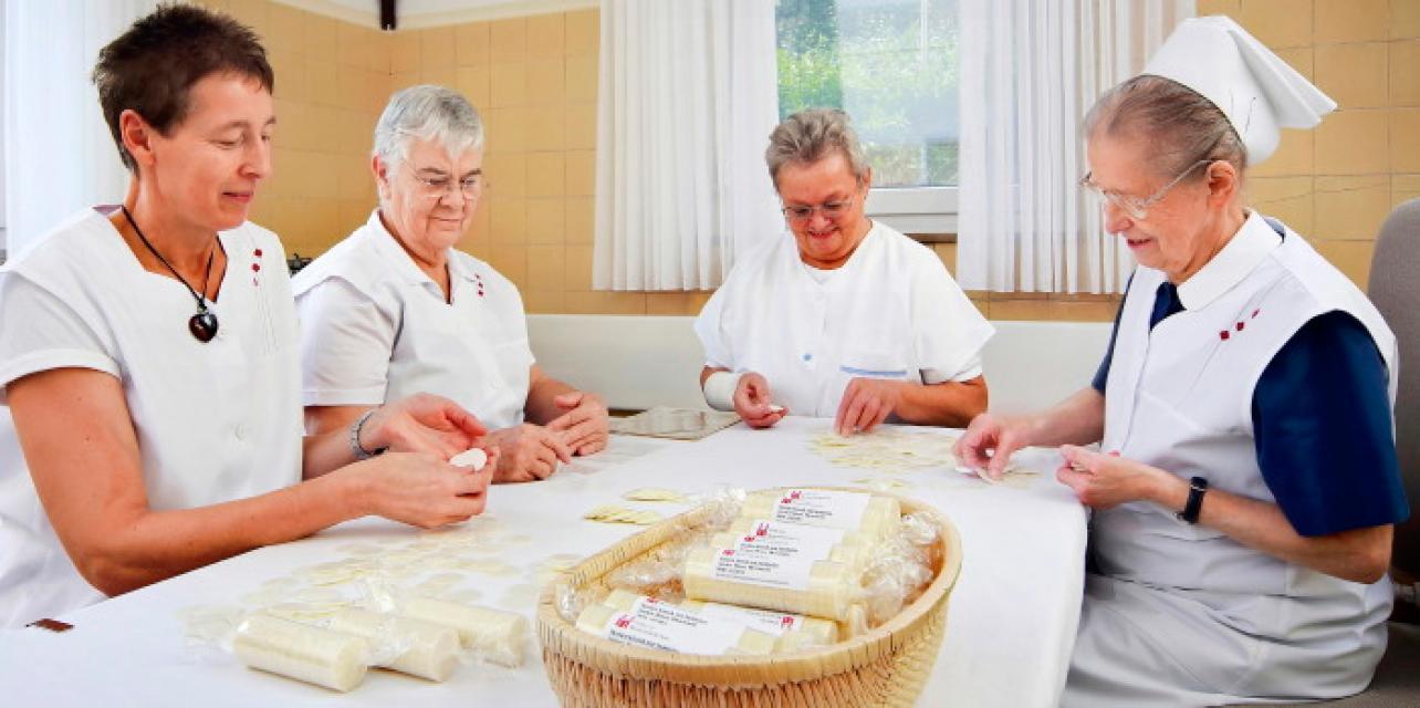 Paramentik und Hostienbereitung - Kirchliche Werkstätten Neuendettelsau