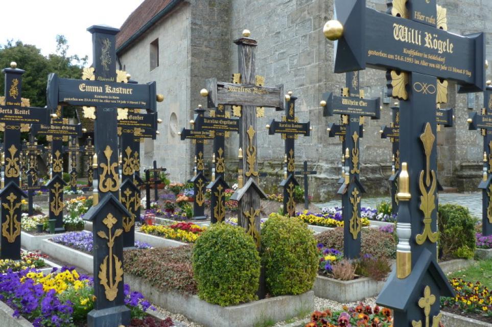 Friedhof Segringen und Kirche Sankt Vinzenz