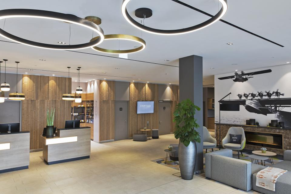 - Courtyard by Marriott Oberpfaffenhofen