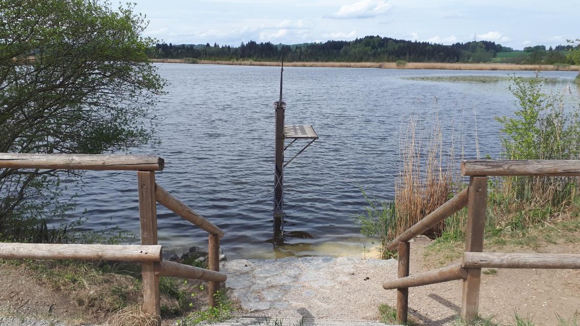Maisinger See Badeplatz mit Sprungturm