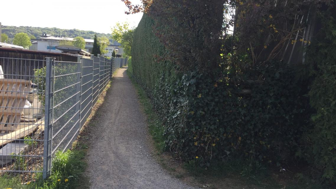 Fußweg zum Gewerbegebiet