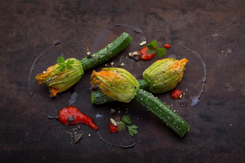Im Restaurant des Biohotels wird sogar die Zucchini zum optischen Hingucker