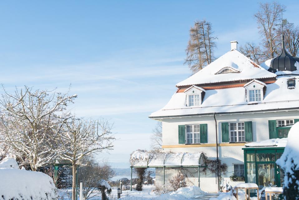Gerade in der Vorweihnachtszeit ist das Schlossgut Oberambach am Starnberger See ein beliebter Rückzugsort für Großstädter