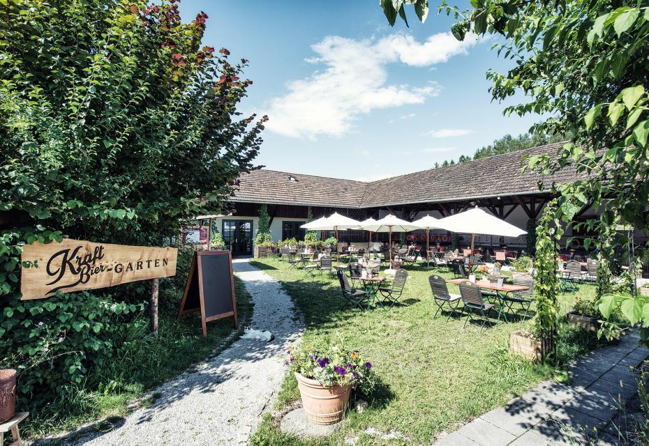 In der Remise des Schlossguts Oberambach am Starnberger See kommen saisonale und regionale Spezialitäten auf den Tisch