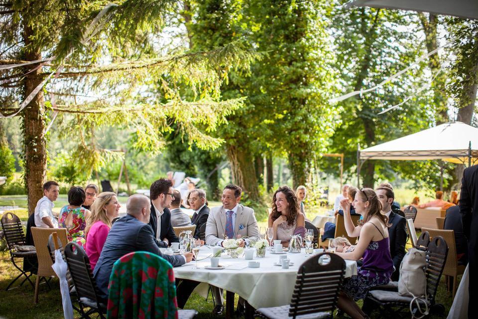 Location für ein Hochzeitsfest in exklusivem Ambiente ist das Schlossgut Oberambach am Starnberger See/Oberbayern