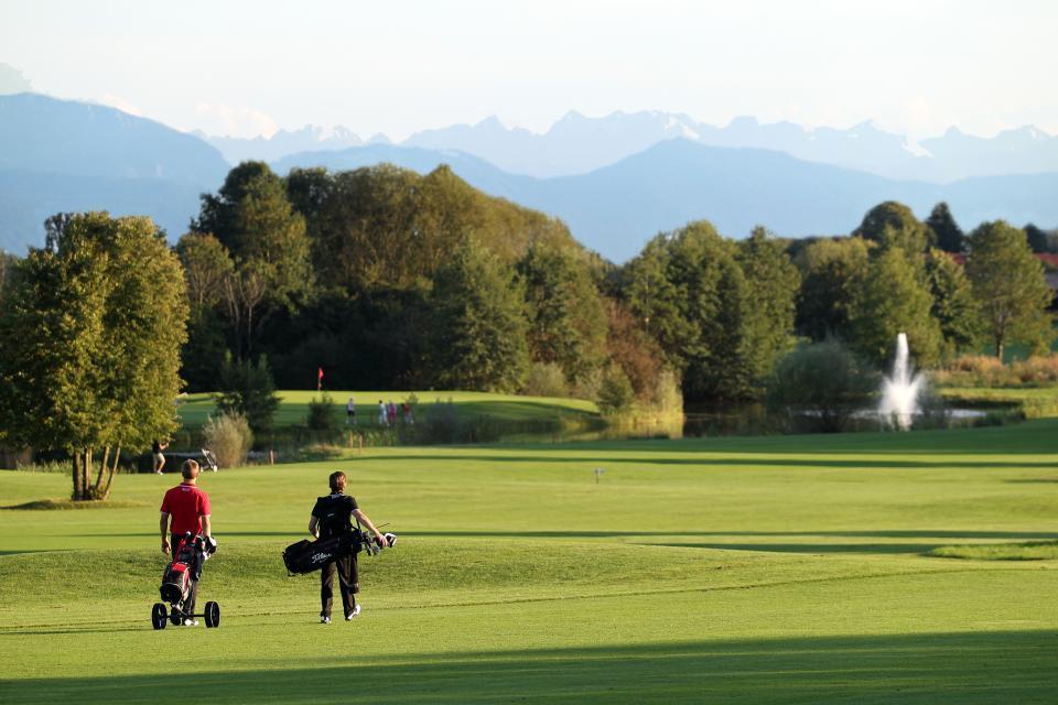 Der Golfplatz Bergkramerhof nahe dem Biohotel Schlossgut Oberambach in Oberbayern will nicht exklusiv, sondern öko sein