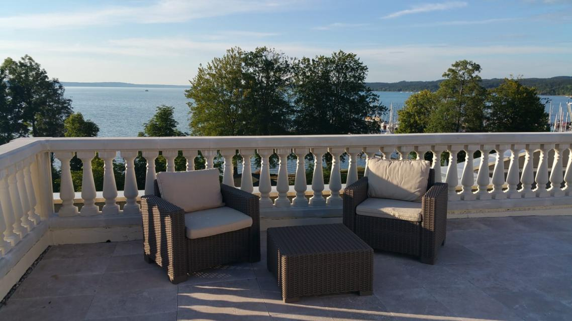 Balkon mit Blick auf den Starnberger See
